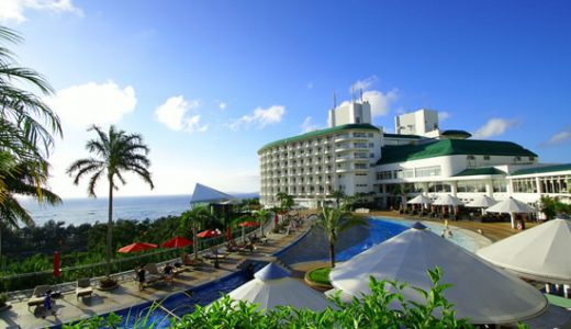 【ANAトラベラーズ】ホテル滞在を楽しむ休日♪丘の上に立ち、海を一望できるリゾートホテル今が旅ドキ沖縄 沖縄かりゆしビーチリゾート・オーシャンスパに滞在4日間